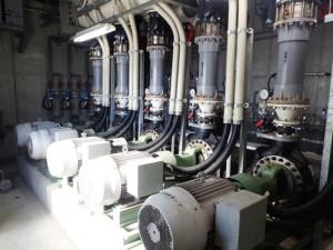 新設された5台の取水ポンプ